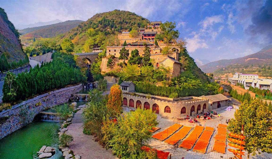 直播景区  云丘山风景区坐落在山西省临汾市乡宁县境内,与运城稷山,新