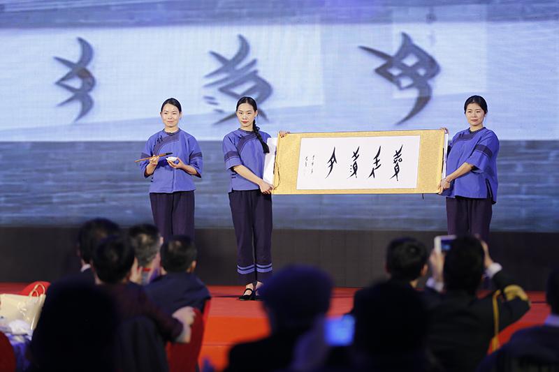 据悉,北京—永州航线航班每天一班,随着航线的开通,永州适时推出了6条