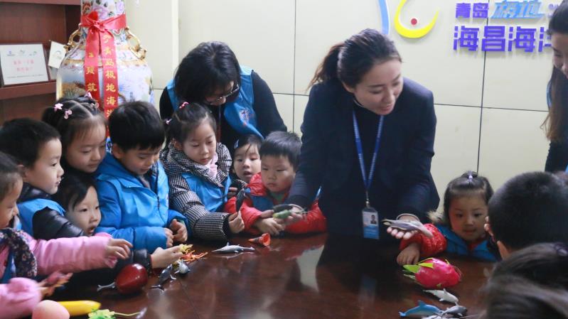 """青岛极地海洋公园开科普课 增长孩子们的""""趣知识"""""""