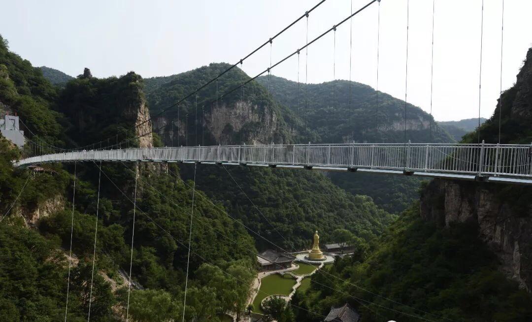 盂县藏山风景区炫彩5d高空玻璃悬桥横空出世