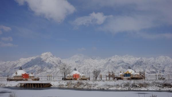 敕勒川古镇,蒙古包,敖包,世界各地著名建筑与卡通形象为蓝本的冰雪雕