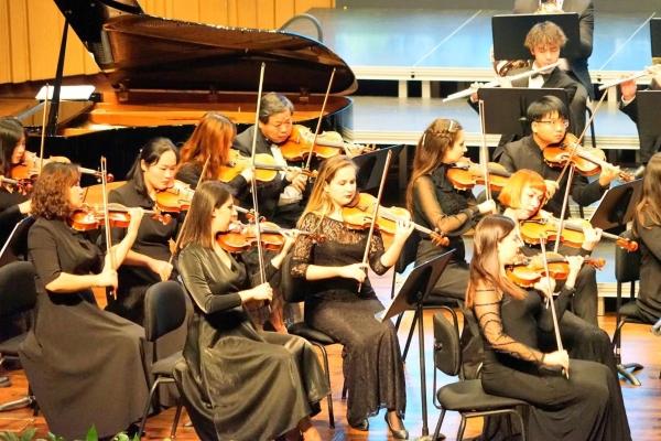 张家界爱乐乐团在长沙音乐厅举行交响音乐会
